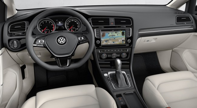 Die Automobilhersteller bieten gegen Aufpreis ein integriertes Navigationssystem.
