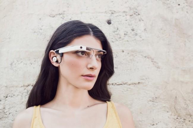Die neue Version der Datenbrille Glass wurde vor wenigen Stunden auf Google+ gezeigt (Bildquelle: Google)