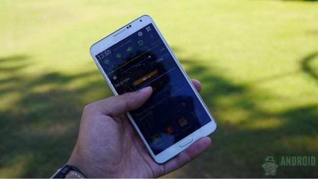 Das Galaxy Note 3 im Droptest: trotz zersplittertem Display lässt sich das Galaxy Note 3 weiterhin bedienen. Foto: Android Authority.