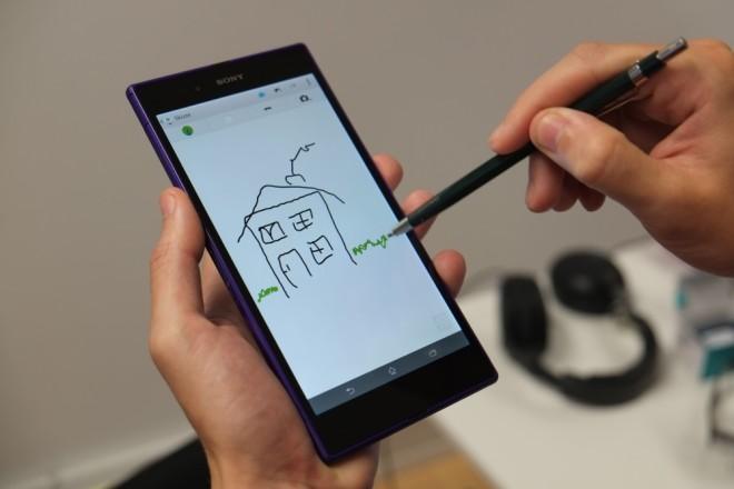 Stift Bedienung: Sie können verschiedene Stifte als Eingabemedium verwenden. Einzige Voraussetzung: Die Spitze muss aus einem leitenden Material gefertigt sein.