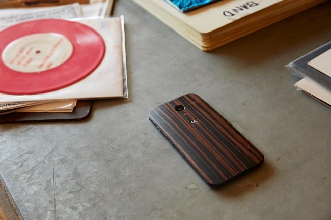 Das Motorola X ist ab sofort auch mit einer Rückwand aus Holz erhältlich (Quelle: Motorola)