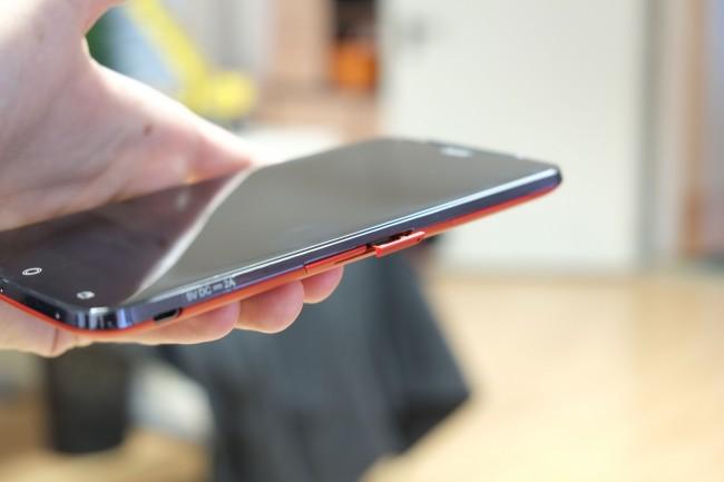 Acer übernimmt den Nano-SIM-Standard. Fast alle Netzbetreiber bieten die neuen SIMs mittlerweile an - das Zuschneiden alter Karten ist nicht zu empfehlen.