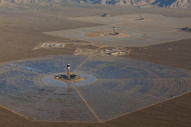 Eine 13 Quadratkilometer große Solar-Anlage erzeugt genügend Strom um ein Drittel des Bedarfs der USA abzudecken.