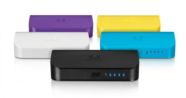 Die mobile Ladestation Powerbank 5200 mAh von Fresh 'n Rebel gibt es in fünf verschiedenen Farben: Lila, Gelb, Schwarz, Weiß und Türkis.