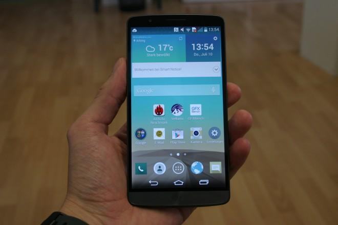 Trotz der riesigen Bildschirmdiagonale von 5,5 Zoll ist das G3 nicht unhandlich. Das Display nimmt fast die gesamte Fläche ein und löst überaus hoch auf.