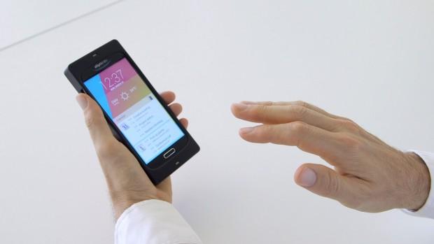 Sobald die Hand in der Nähe des Sensors ist, wird das Display aktiviert. (Foto: Golem.de)