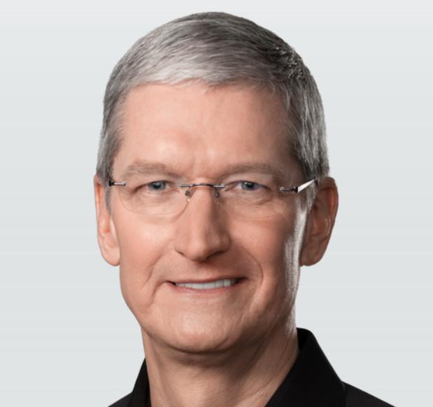 """Apple-Geschäftsführer Tim Cook: """"Mir würde es gefallen, wenn Tesla CarPlay einsetzen würde. War das eine gute Art, um der Frage auszuweichen?"""" (Foto: Apple)"""