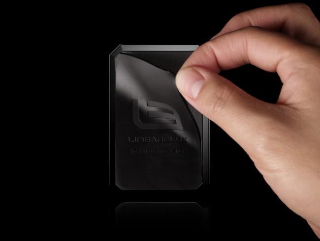 Die LithiumCard Pro ist in der Breite und der Höhe lediglich etwa so groß wie eine Kreditkarte. (Foto: LinearFlux)