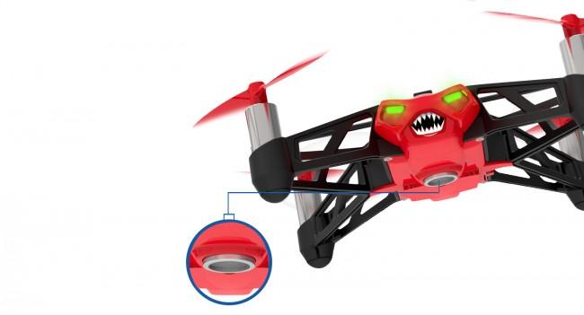 Der am Boden der Drohne verbauten Ultraschallsensor erlaubt eine exakte Höhenbestimmung.