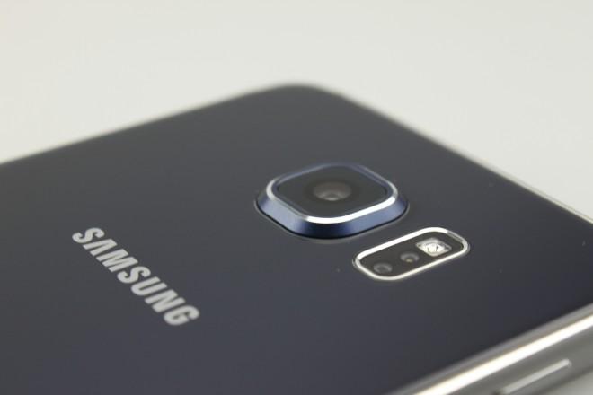 Der Pulsmesser fungiert beim Galaxy S6 auch als Auslöser für die Kamera - vor allem bei Selfies praktisch.