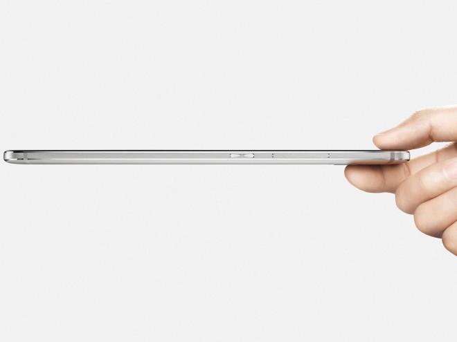 An der dünnsten Stelle ist der Rahmen um das Display gerade einmal 2,65 Millimeter dick - Modelmaße, die für ein tolles Handling sorgen.