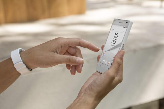 """Der Nachfolger des Sony-Smartphones """"Xperia Z5"""" (hier im Bild) wird Gerüchten zufolge einen druckempfindlichen Bildschirm besitzen. (Foto: Sony Mobile Communications Inc.)"""