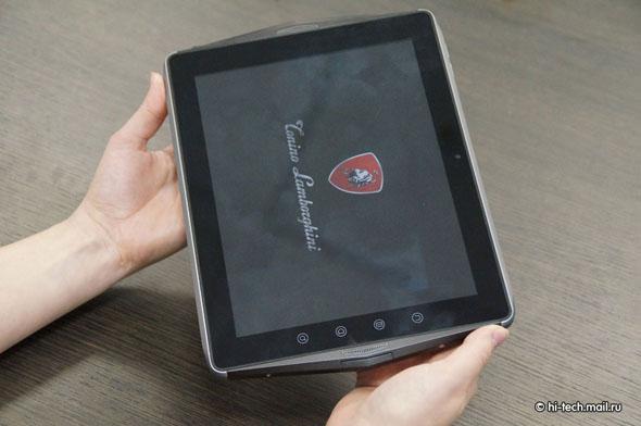 Das Lamborghini Tablet läuft ebenfallst mit Android 2.3 uns soll 2290 US-Dollar kosten. Foto: hi-tech.mail.ru.