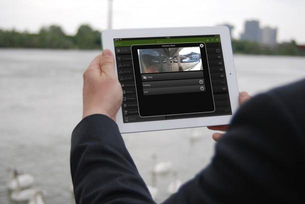Mit der Loxone Videogegensprechanlage erhält man Zugriff auf die eigene Videoüberwachung. Foto: Loxone.com.