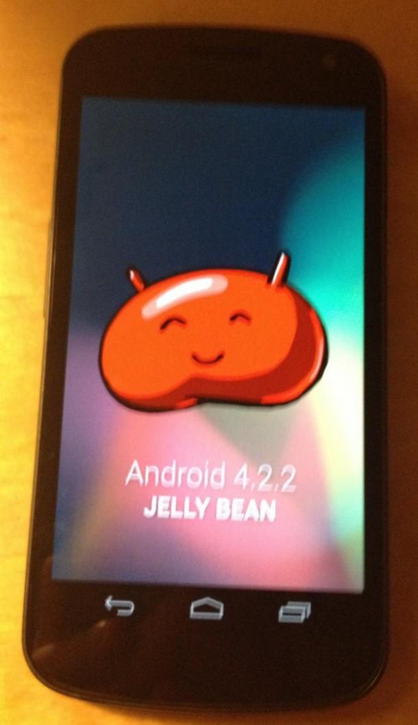 Die Android 4.2.2 Firmware wird bereits ausgerollt. (Foto: ibtimes.com)
