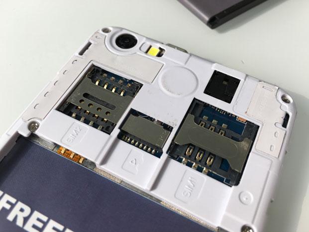 4 Poze reale cu Freedom 251, cel mai ieftin telefon din lume, numai 16 lei