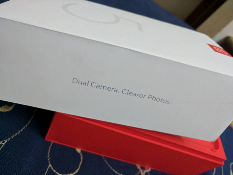 OnePlus 5 hands on pictures box