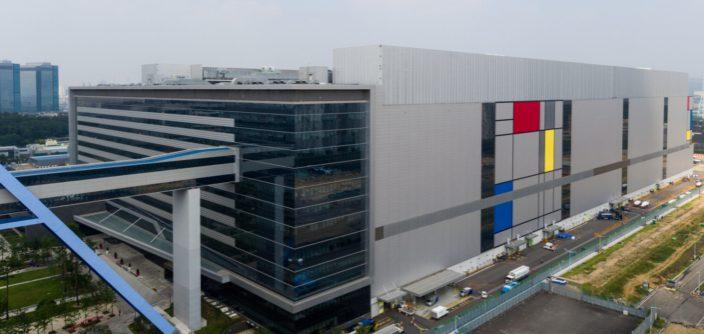 Samsung a jeho výrobní hala