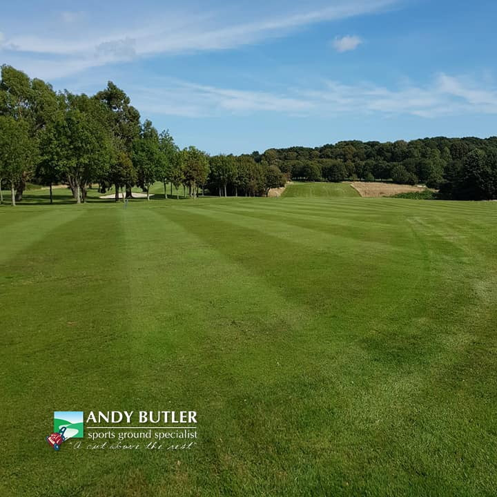 autumn-renovation-golf-green-maintenance-ferndown-august-2019-andy-butler-sports-ground-specialist-b0002