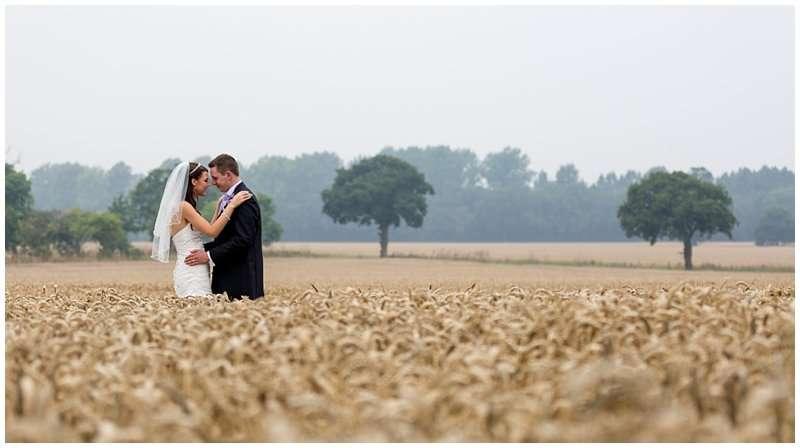 WYMONDHAM ABBEY AND BRASTED'S WEDDING - NORFOLK WEDDING PHOTOGRAPHER 1