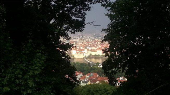 Прага с холма Петршин. Гроза.