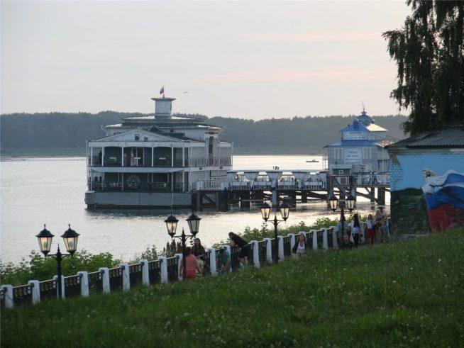 Волга, набережная и причал Старая пристань в Костроме