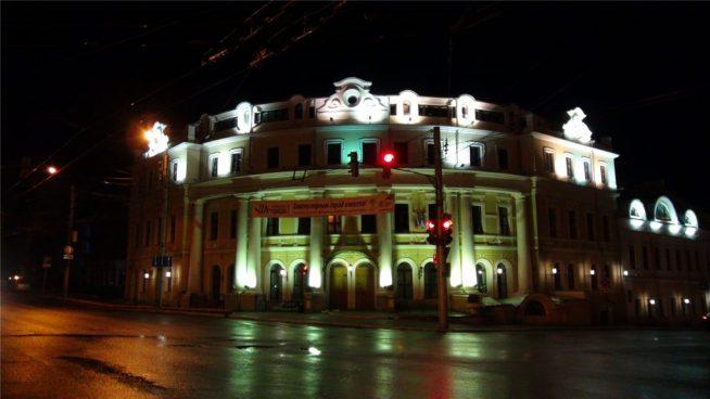 Ночной город. Городская управа Калуги.