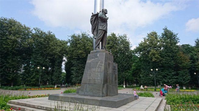 Памятник Циолковскому в Сквере Мира. Калуга.
