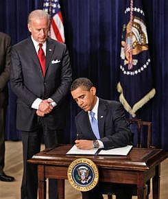 Barack Obama signs the Executive Order relating to the closure of Guantanamo, January 2009