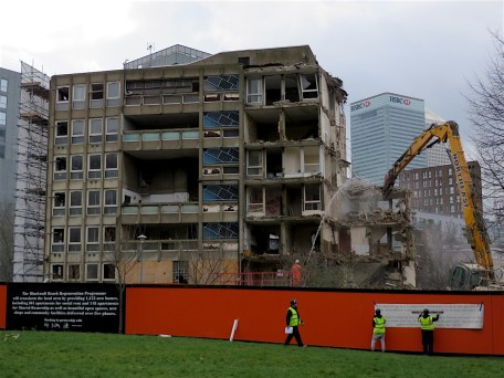 The destruction of Robin Hood Gardens estate in Poplar, March 13, 2018 (Photo: Andy Worthington).
