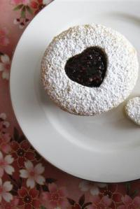Linzer Cupcakes