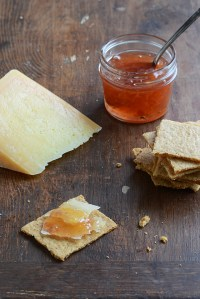 Savory Cheese Crackers with Castello® Moments Hirten