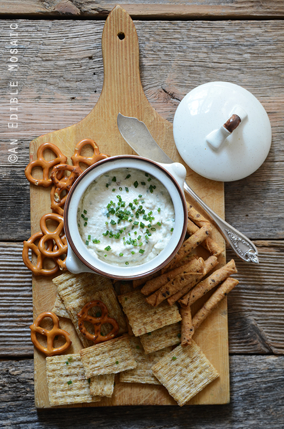 Healthy Roasted Garlic and Chive Cottage Cheese Crema 2