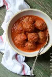Weeknight Italian-Style Beef Meatballs Simmered in Tomato Sauce {Gluten-Free} and DIY Warm Autumn Spice Room Spray