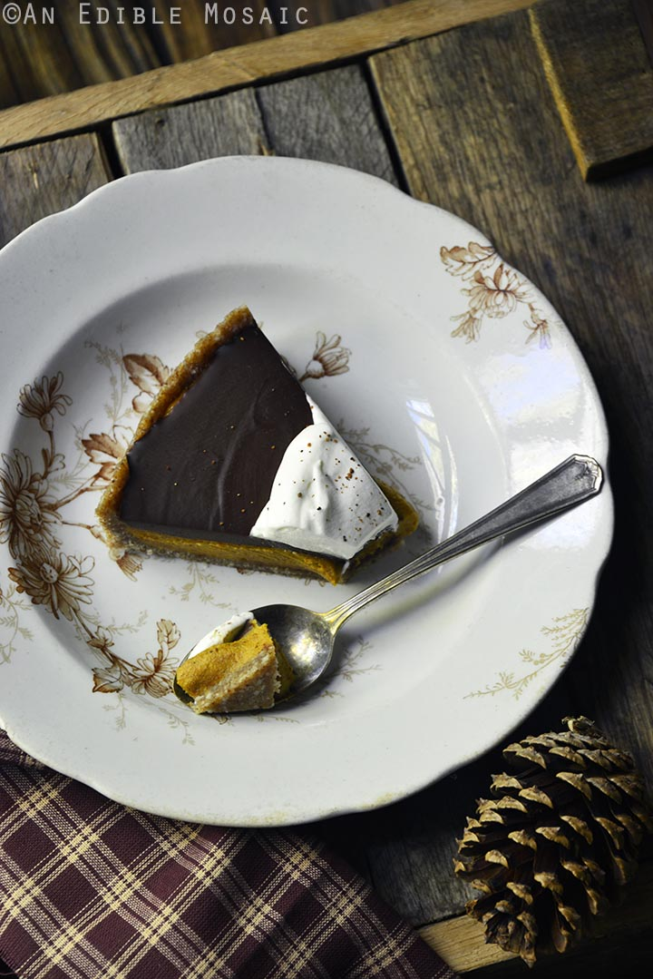 no-bake-vegan-spiced-pumpkin-tart-with-chocolate-ganache-paleo-4