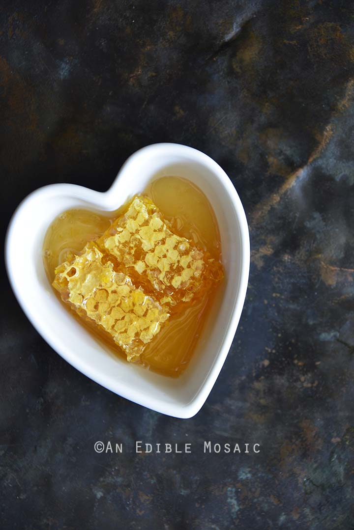 Don Victor Honeycomb in White Heart Dish