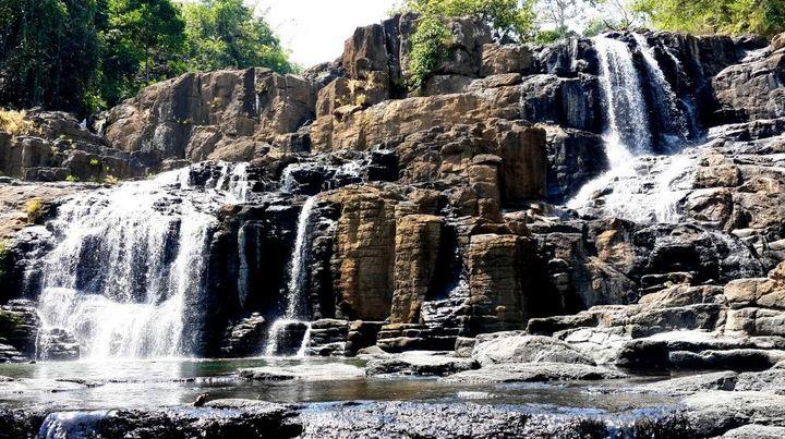 8 Wisata Air Terjun Terindah di Sulawesi Selatan yang Asyik Untuk Liburan