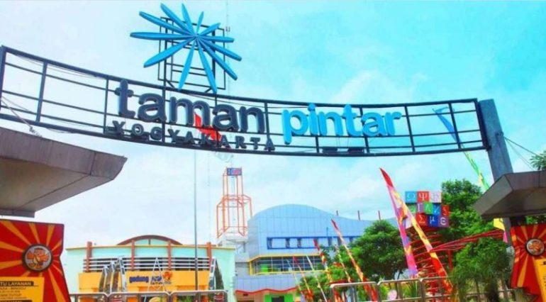 Taman Pintar Yogyakarta tampak depan