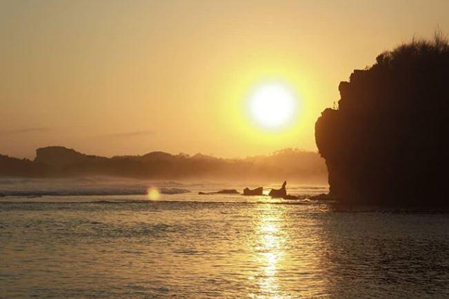 Menikmati sunrise dan sunset