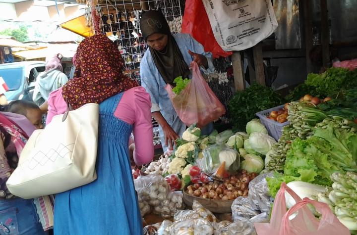 Pasar sayur di Telaga Sarangan
