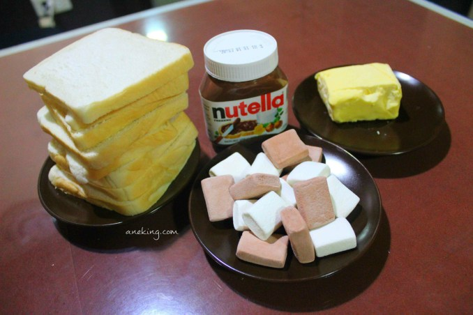 1. Prepare all the ingredients needed. This includes sandwich bread, marshmallows and the star of the day, Nutella Spread.