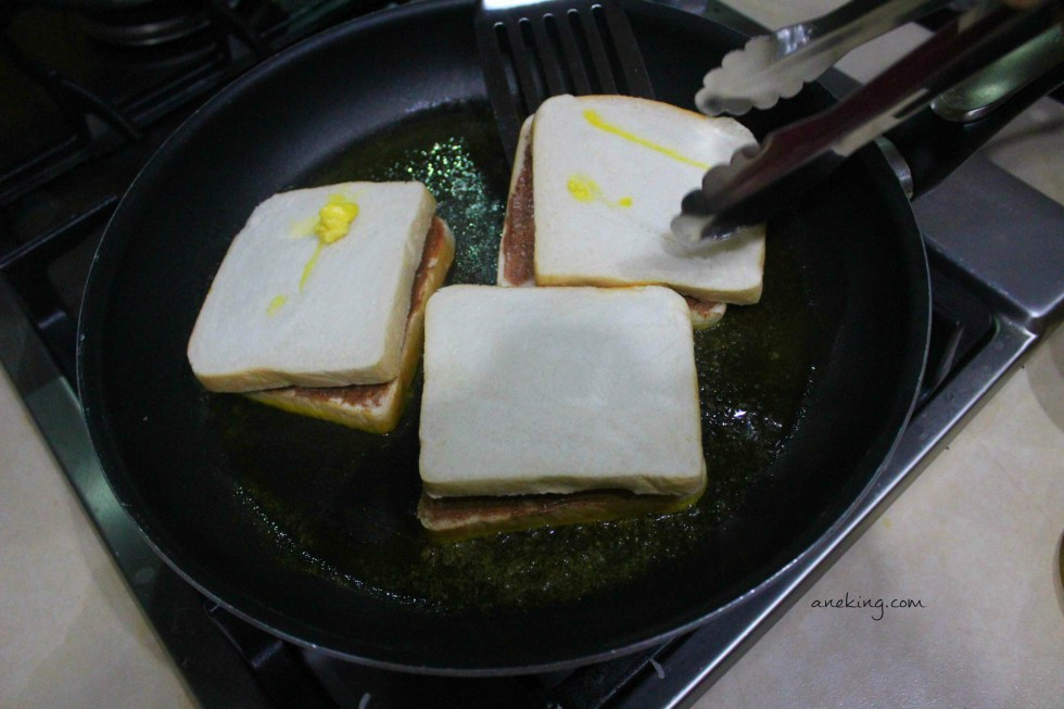 6. When the butter is melted, cook the sandwich.