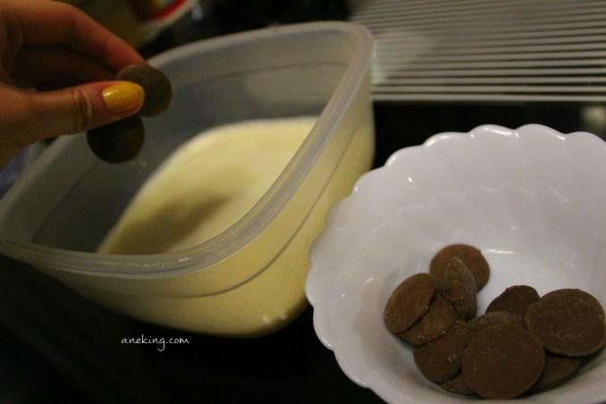 4. Add a quarter cup of milk chocolate.