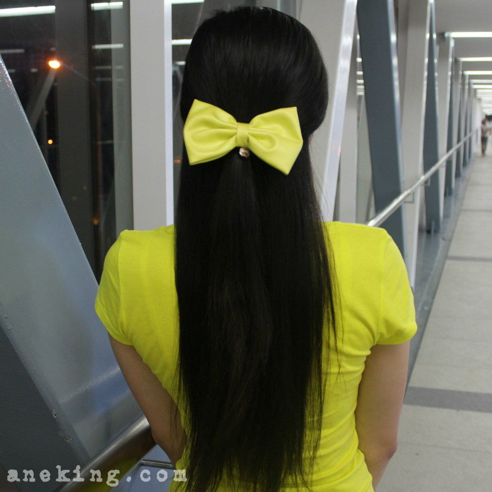 bow on half updo