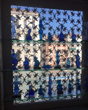 Picasso inspired blue glass figurines in Venice