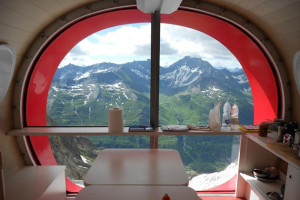 Refuge-Gervasutti-Alpine-Hut dining room