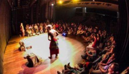 Espetáculo de Moçambique no Teatro Popular. Foto: Vitor Vogel