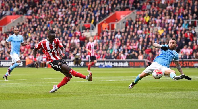 SOUTHAMPTON, ENGLAND - MAY 01: Sadio Mane of Southampton scores his team's second goal during the Barclays Premier League match between Southampton and Manchester City at St Mary's Stadium on May 1, 2016 in Southampton, England. (Photo by Mike Hewitt/Getty Images)