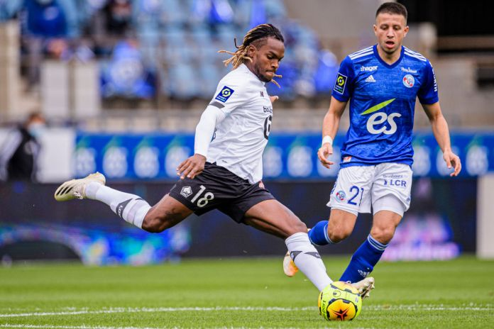 STRASBOURG, FRANCE - OCTOBER 04: Renato Sanches of Lille (L) plays against Mehdi Chahiri of Racing Strasbourg (R) during the Ligue 1 match between RC Strasbourg and Lille OSC at Stade de la Meinau on October 4, 2020 in Strasbourg, France. (Photo by Marcio Machado/Eurasia Sport Images/Getty Images)