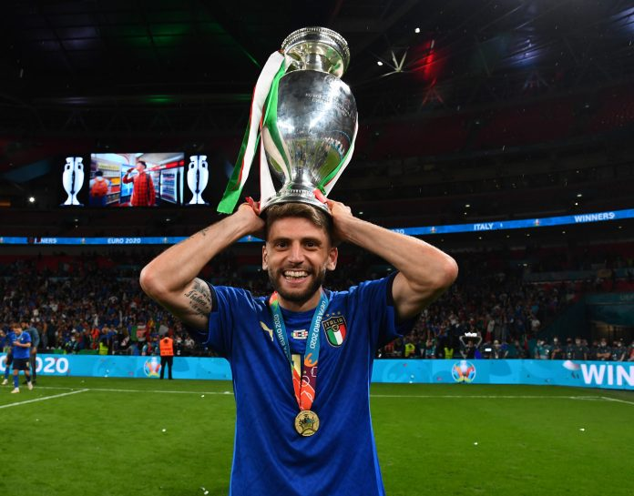 LONDON, ENGLAND - JULY 11: Domenico Berardi of Italy celebrates with The Henri Delaunay Trophy following his team's victory in the UEFA Euro 2020 Championship Final between Italy and England at Wembley Stadium on July 11, 2021 in London, England.